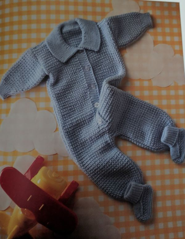 Knitting pattern for baby jumpsuit and booties